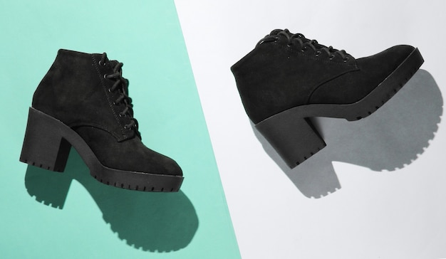 Chaussures pour femmes à la mode sur fond de papier. photo avec une ombre. vue de dessus