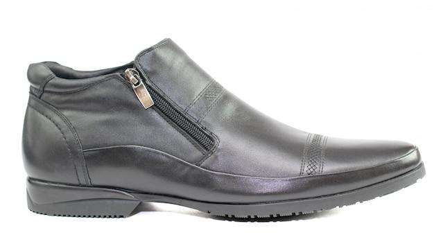 Chaussures pour hommes noirs en cuir isolé sur blanc.