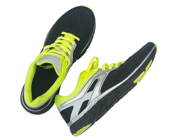 Chaussures pour hommes pour faire du jogging isolé sur fond blanc.
