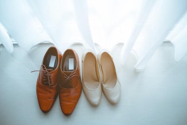 Les chaussures sont placées côte à côte