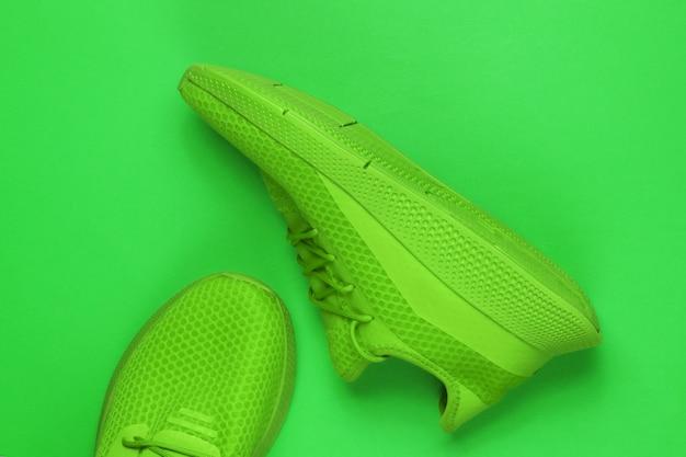Chaussures de sport élégantes pour hommes pour la course. vue de dessus