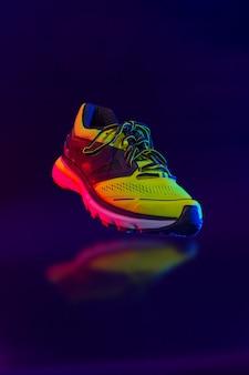 Chaussures de sport sur fond noir