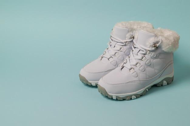 Chaussures De Sport Isolées à La Mode Pour Femmes Photo Premium