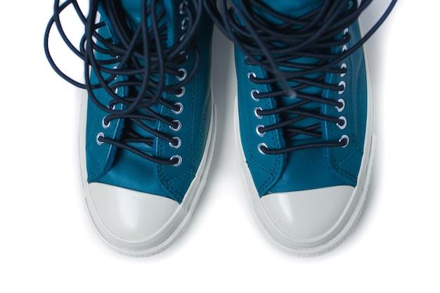 Chaussures de sport isolés sur fond blanc. baskets converse. photo de haute qualité