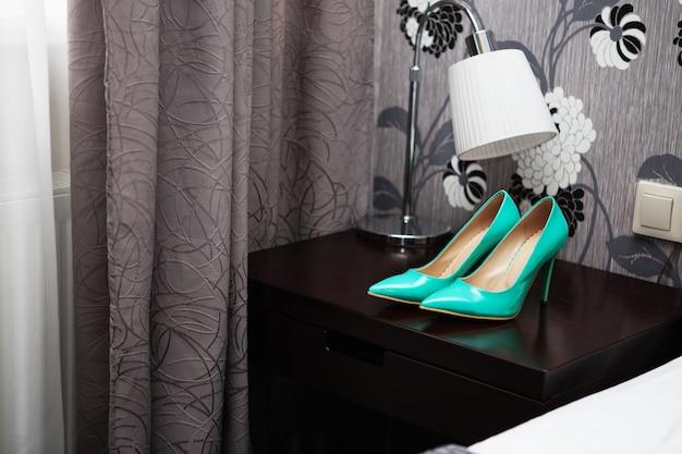 Chaussures à talons hauts en cuir verni bleu mariage