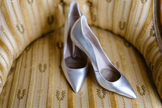 Chaussures à talons hauts pour femmes le jour de leur mariage