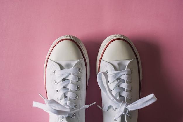 Chaussures en toile pour des vêtements décontractés.