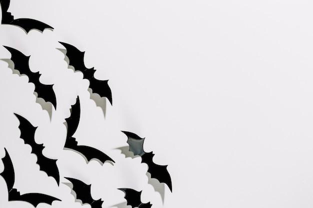 Chauves-souris d'halloween en plastique faites à la main avec des ailes brillantes