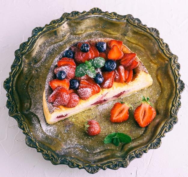 Cheesecake à base de fromage cottage et de fraises fraîches