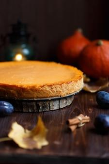 Cheesecake à la citrouille fait maison, citrouille, prune, vanille