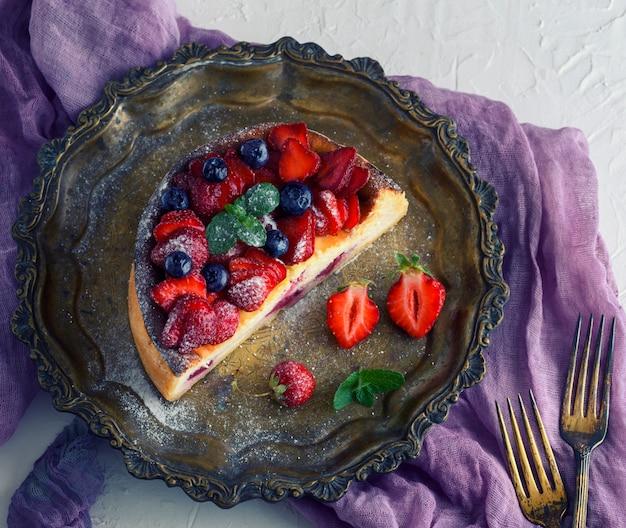 Cheesecake de fromage cottage et fraises fraîches