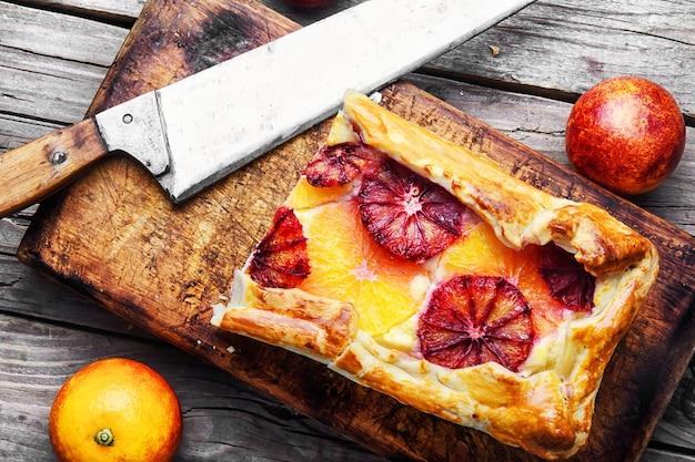Cheesecake maison au four avec des oranges