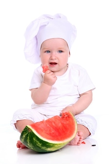 Chef de bébé mignon avec pastèque