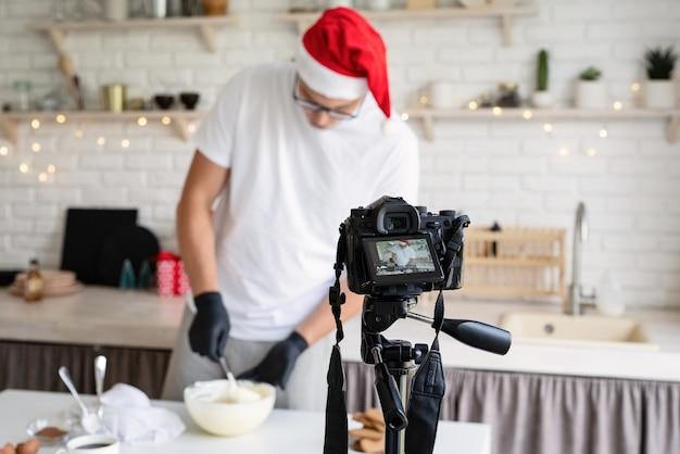 Chef blogueur enregistre une vidéo pour le blog
