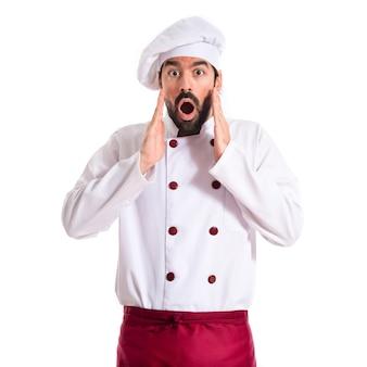 Chef faisant un geste de surprise sur fond blanc