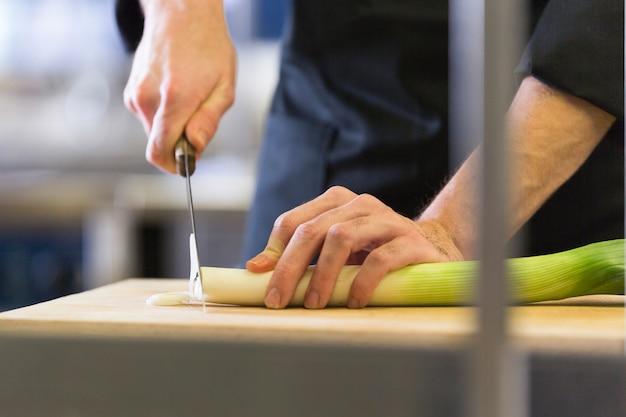 Chef préparant une recette
