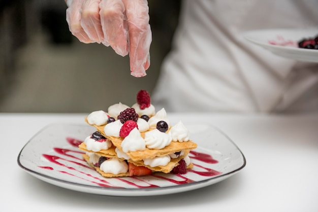 Chef, préparer, délicieux, dessert, fin, haut