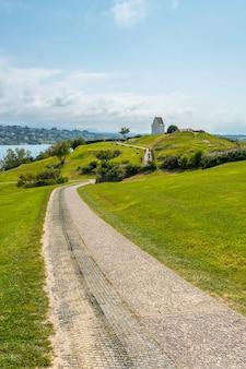 Chemin dans le parc naturel de saint jean de luz appelé parc de sainte barbe, col de la grun au pays basque français