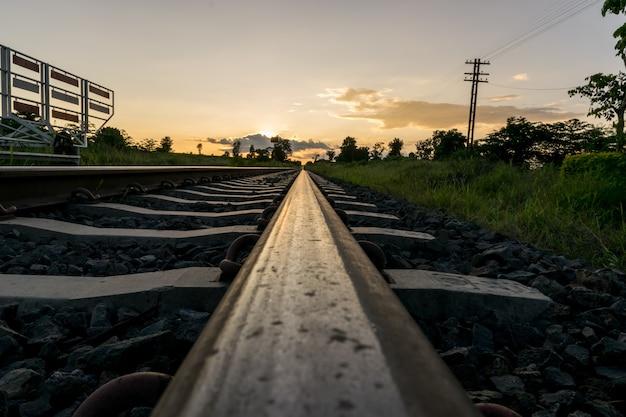 Chemin de fer dans le temps éternel.
