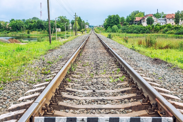 Chemin de fer dans le village russe