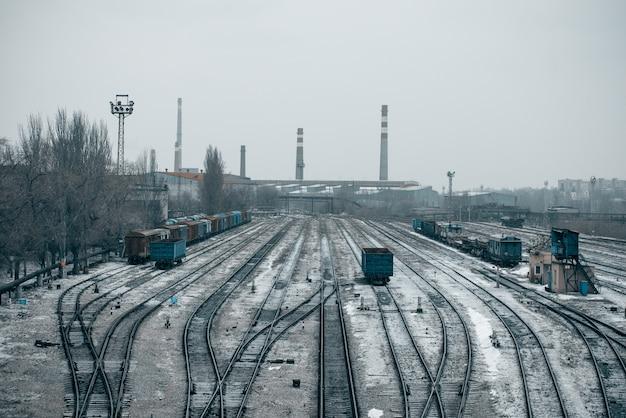 Chemin de fer avec des trains