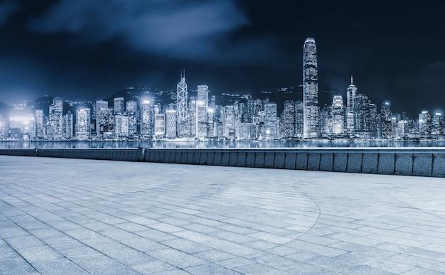 Chemin routier et paysage architectural moderne urbain
