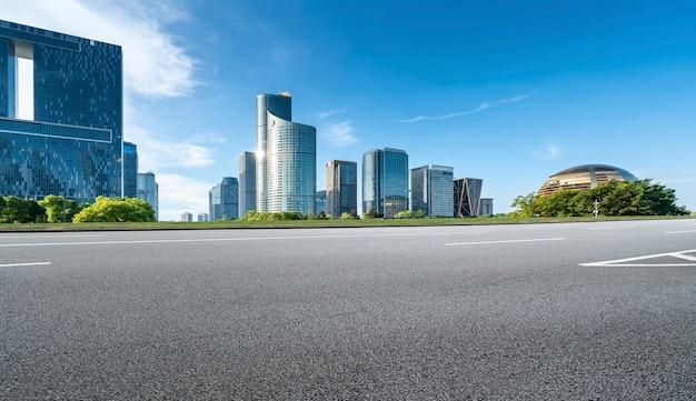 Chemin routier et urbain moderne paysage architectural skyline
