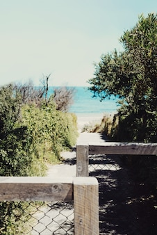 Un chemin vers la plage.