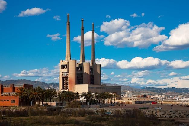 Cheminées de la station thermale électrique de besos à barcelone