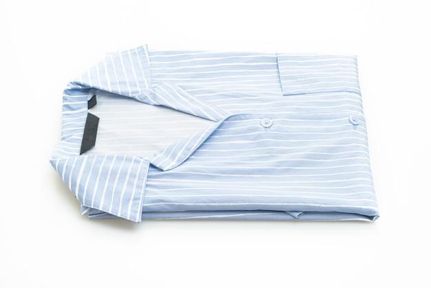 Chemise bleue avec bande blanche isolé sur fond blanc