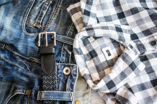 Chemise, jean et ceinture