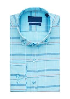 Chemise pliée sur fond blanc, vue de dessus