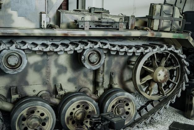 Chenilles de l'ancien char de camouflage