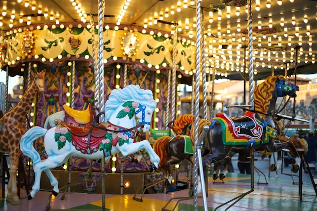 Cheval En Carrousel Photo gratuit
