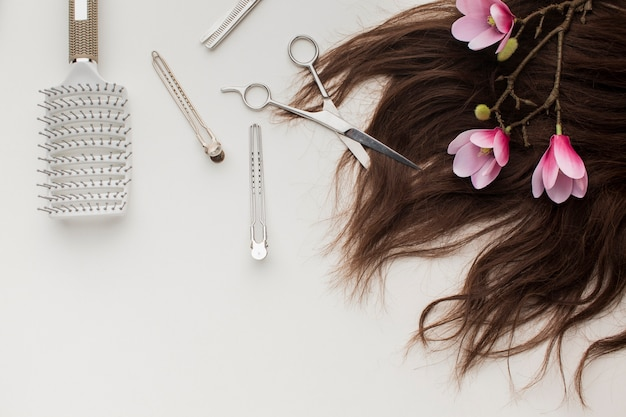 Cheveux naturels avec des fournitures