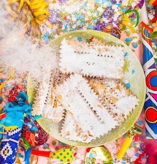 Chiacchiere ou cenci, dessert italien typique du carnaval.