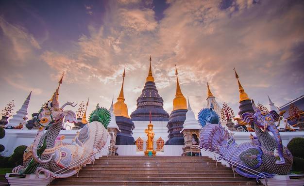Chiang mai, thaïlande - 5 septembre 2020 : temple densalee sri muang ou temple ban den, chiang mai chiang mai