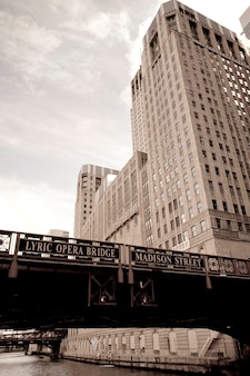 Chicago, lyric opera bridge