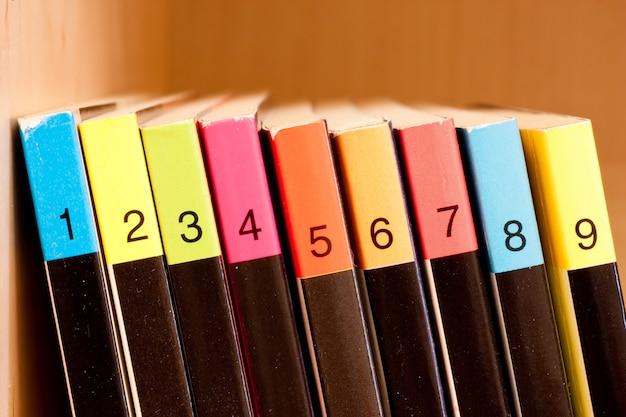 Chiffres sur fond coloré, faisant partie d'une collection de bandes dessinées