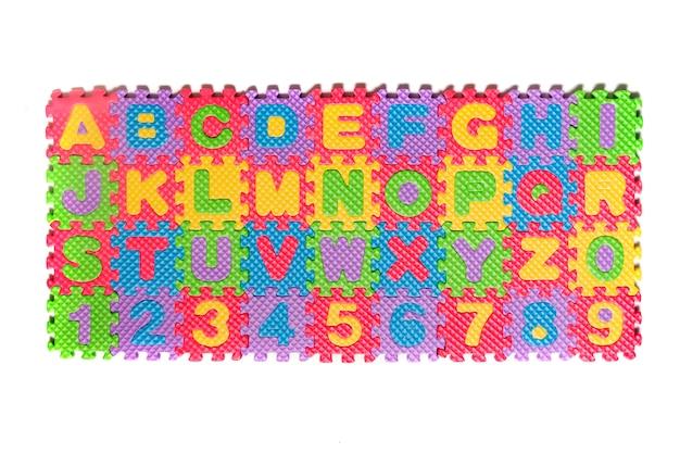 Chiffres et lettres de puzzle en mousse