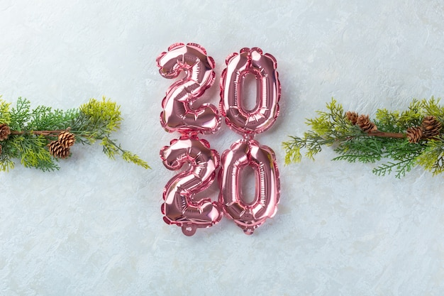 Chiffres roses 2020 fond blanc.
