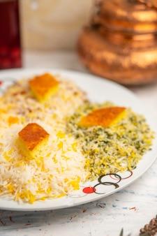 Chigirtma plov, garniture de riz avec des légumes et des herbes.