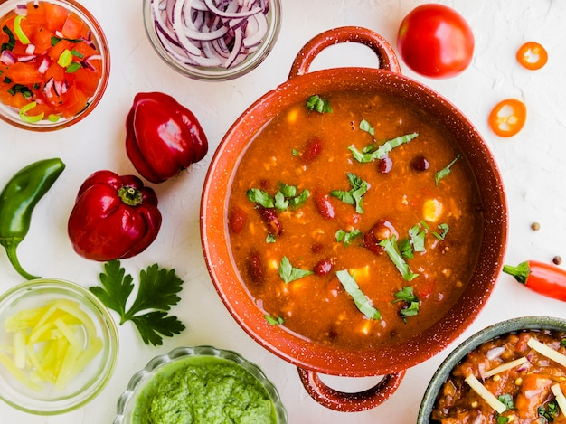 Chili fait maison avec trempettes et poivrons