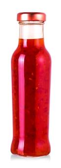 Le chili sauce sucrée dans une bouteille en verre