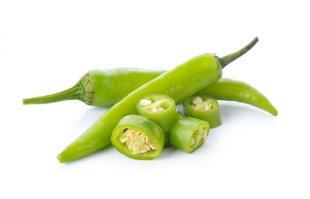 Chili vert sur blanc