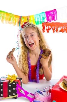 Chiot party party heureux manger du chocolat
