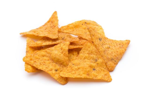 Chips de nachos, isolés sur fond blanc.