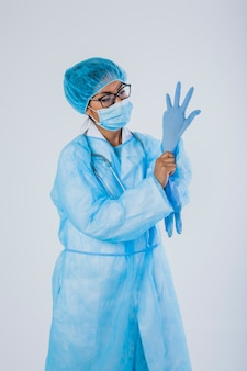 Chirurgien aux gants