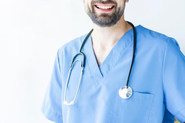 Chirurgien avec stéthoscope
