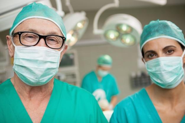 Chirurgiens debout